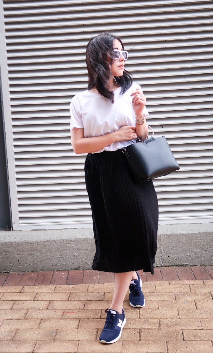 OUTFIT: PLEATED SKIRT + NEW BALANCE SNEAKERS